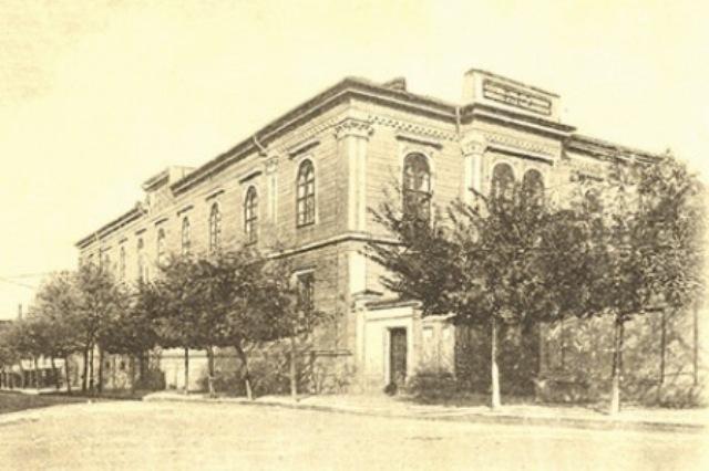 Scoala Publica de Fete, sustinuta din fondurile acordate de Iordache Otetelisanu si avand sediul in casele daruite de paharnicul Lazaro