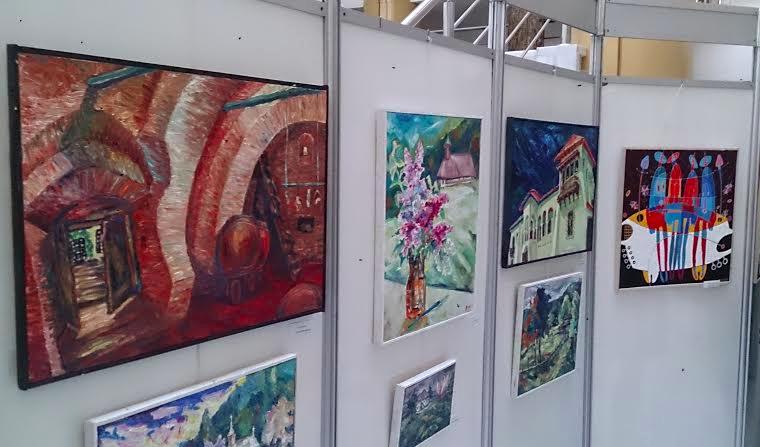 Expoziție în culorile de la Benești la Biblioteca Județeană din Vâlcea